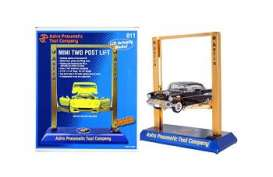 WT - Accessoires  - WT011 : 1/24-1/18 Battery Operated Mini Two Post Lift (batteries included).