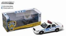 GreenLight - Ford  - gl12920 : 2001 Ford Crown Victoria *NYPD* Interceptor with real Lights & Sound function. Includes a decal sheet with numbers to make your own NYPD Police car favorit or a movie car with the right ID numbers.