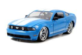 Jada Toys - Ford  - jada96868r : 2010 Ford Mustang GT, blue with white stripes