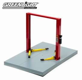 GreenLight - Accessoires diorama - gl12916 : Metal 2-Post Service Lift. Great to put in your garage diorama or to safe some space in your vitrine. red with yellow platforms.