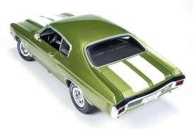 Auto World - Chevrolet  - AMM1028 : Chevrolet Chevelle SS, green with white stripes