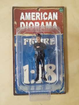 American Diorama - Figures  - AD23992 : 1/18 German Police Men Figure. Great Diorama item to add to all your 1/18 German Polizei Cars.
