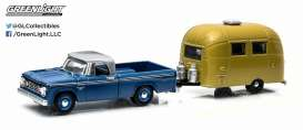 GreenLight - Dodge Airstream - gl32030A : 1966 Dodge D-100 with gold anodized *Bambi* Airstream *Hitch and tow series 3*.