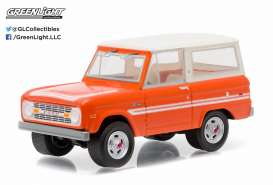 GreenLight - Ford  - gl29830C : 1976 Ford Bronco *Explorer*, Country Roads series 13