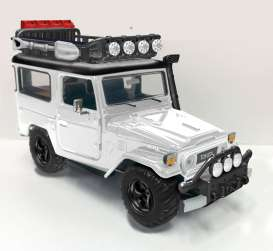 Motor Max - Toyota  - mmax79137w : 1974 Toyota FJ40 hard top off Road Version with Roof rack, white