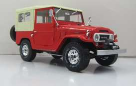 Triple9 Collection - Toyota  - T9-1800153 : 1967 Toyota Land Cruiser FJ40 with closed soft top. Diecast model with opening front doors, red/beige