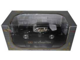 Studebaker  - 1963 black - 1:32 - Signature Models - sig32301bk | The Diecast Company