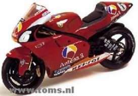 Yamaha  - 2002 Red - 1:24 - IXO Models - rab037 - ixrab037 | The Diecast Company