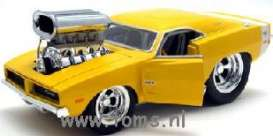 Dodge  - 1969 yellow - 1:24 - Muscle Machines - musm82111Ay | The Diecast Company