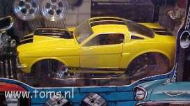 Ford  - 1966 yellow w/bk stripe - 1:24 - Muscle Machines - musm71124By | The Diecast Company