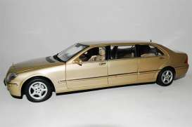 Mercedes Benz  - 2000 beige - 1:18 - SunStar - 4113 - sun4113 | The Diecast Company