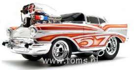 Chevrolet  - 1957 white w/orange graph - 1:18 - Muscle Machines - musm67004Aw | The Diecast Company