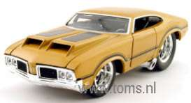 Oldsmobile  - 1970 sun gold - 1:24 - Muscle Machines - musm41032g | The Diecast Company