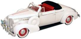 Buick  - Century Convertible 1938 white - 1:18 - Signature Models - 18131 - sig18131w | The Diecast Company