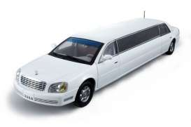Cadillac  - 2004 white - 1:18 - SunStar - 4232 - sun4232 | The Diecast Company