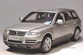 Volkswagen  - 2004 silver - 1:24 - Welly - 22452s - welly22452s | The Diecast Company