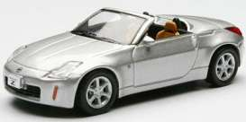 Nissan  - silver - 1:64 - Kyosho - 6006s - kyo6006s | The Diecast Company