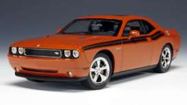 Dodge  - 2010 orange/black - 1:18 - Highway 61 - hw50772 | The Diecast Company