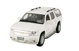 Chevrolet  - 2009 white - 1:43 - Luxury Collectibles - ld650w | The Diecast Company