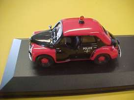 Renault  - red/black - 1:43 - Magazine Models - police - magpolice | The Diecast Company