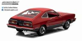 Ford  - 1977 red/black - 1:18 - GreenLight - 12867 - gl12867 | The Diecast Company