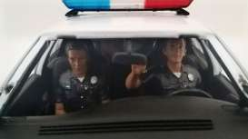 American Diorama - diorama Figures - AD23826 : 1/24 Police Figures sitting in a car. Set of 2 figures
