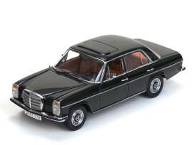 Mercedes Benz  - Strich 8 saloon 1968 dunkelolive - 1:18 - SunStar - sun4579 | The Diecast Company