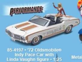 Oldsmobile  - 1972  - 1:24 - Revell - US - rmxs4197 | The Diecast Company