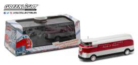 GM  - 1940 red/white/silver - 1:64 - GreenLight - 29832 - gl29832 | The Diecast Company