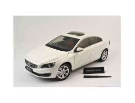Volvo  - 2015 chrystel white pearl - 1:18 - Motor City Classics - mocity88151 | The Diecast Company