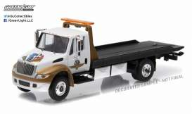 GreenLight - International  - gl29868 : 2016 International Durastar 4400 Indianapolis Motor Speedway Wheel, Wings & Flag Flatbed Truck