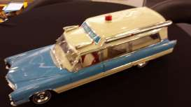 Cadillac  - S&S High Top Ambulance 1966 blue/white - 1:18 - GreenLight Precision Collection - GLPC18006 | The Diecast Company