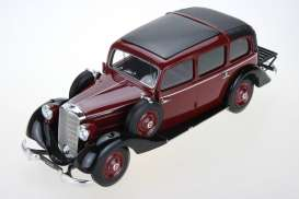 Mercedes Benz  - 1936 burgundy - 1:18 - Triple9 Resin series - T9R1800102 - T9R1800102 | The Diecast Company