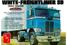 AMT - White  - amts1004 : 1/25 White Freightliner Single-Drive Tractor Cab, plastic modelkit