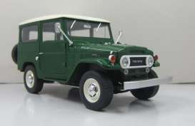 Triple9 Collection - Toyota  - T9-1800150 : 1967 Toyota Land Cruiser FJ40. Diecast model with opening front doors, green with white roof
