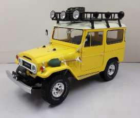 Triple9 Collection - Toyota  - T9-1800151 : 1967 Toyota Land Cruiser FJ40. Diecast model with opening front doors, yellow with white roof