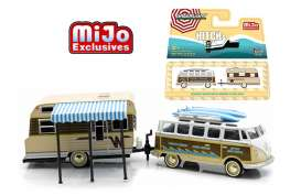 GreenLight - Volkswagen Winnebago - gl51114B : Volkswagen Samba Bus with Roof Rack & Winnebago Travel Trailer *Hitch and tow Series II*