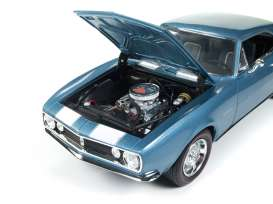 Chevrolet  - 1967 blue - 1:18 - Auto World - AMM1101 | The Diecast Company