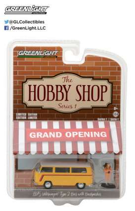 GreenLight - Volkswagen  - gl97010C : 1975 Volkswagen Type 2 Bus with Backpacker *The Hobby Shop Series 1*