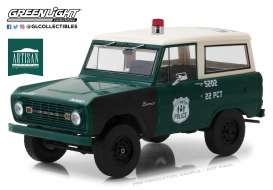 Ford  - Bronco 1967 green/white/black - 1:18 - GreenLight - 19036 - gl19036 | The Diecast Company