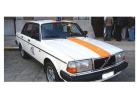 Minichamps - Volvo  - mc155171492 : 1986 Volvo 240 GL Police Belgium, white/orange