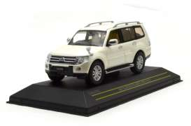 Mitsubishi  - 2010 pearl white - 1:43 - First 43 - F43-075 | The Diecast Company