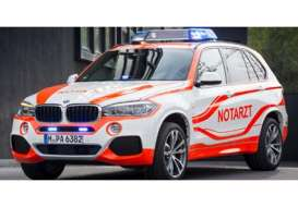 BMW  - white/orange - 1:43 - Paragon - para91044 | The Diecast Company