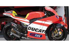 Ducati  - 2011 red/white - 1:12 - Minichamps - 122112046 - mc122112046 | The Diecast Company