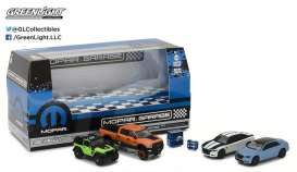 GreenLight - Mopar Assortment/ Mix - gl58041 : 1/64 MOPAR Swap Meet (Multi-Car Diorama Set)