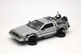 Delorean  - *Back to the Future II* 1985 silver - 1:24 - Welly - welly22441F | The Diecast Company