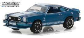 Ford  - 1976 blue with white stripes  - 1:64 - GreenLight - gl13210E | The Diecast Company