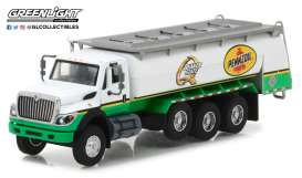 International  - WorkStar Tanker Truck 2017 white/green - 1:64 - GreenLight - gl45030C | The Diecast Company