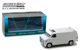 GMC  - 1983 white - 1:18 - GreenLight - 13522 - gl13522 | The Diecast Company