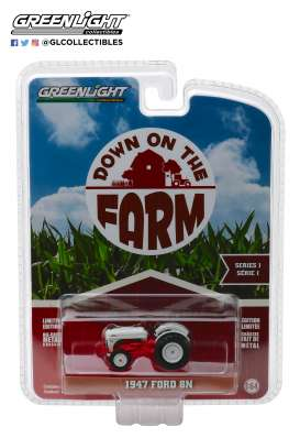 Ford  - 8N Tractor 1947 white/red - 1:64 - GreenLight - 48010A - gl48010A | The Diecast Company